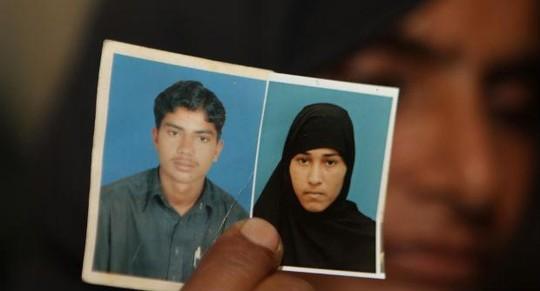 Sajjad Ahmed và vợ Muafia Bibi bị gia đình cô gái giết chết hôm 27-6.