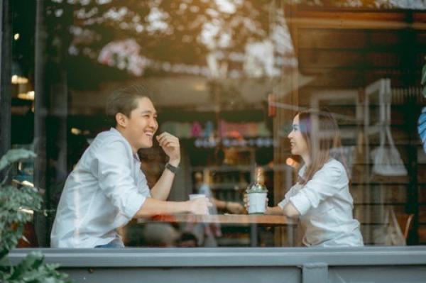 """Hoảng hồn : Cô gái mời 23 bạn ăn hết 70 triệu trong lần đầu hẹn hò, thanh niên nói """"tôi chỉ trả phần ăn của tôi"""""""