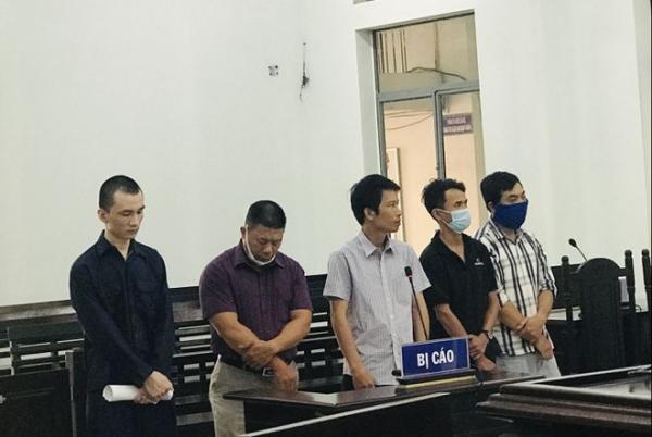"""Xét xử vụ làm giả con dấu, tài liệu """"biến người Trung Quốc thành người Việt Nam"""""""