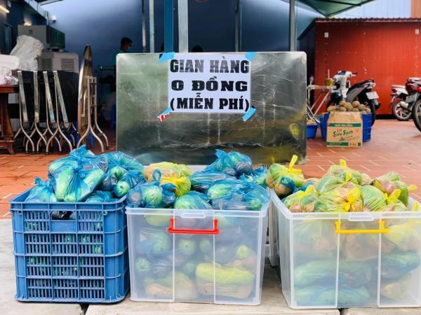 Những bữa cơm ấm lòng tặng người khó khăn trong dịch ở TP.HCM