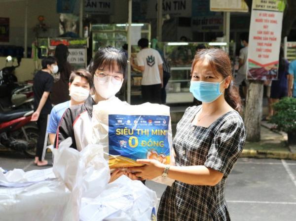 Các trường ĐH nấu cơm miễn phí, giúp đỡ sinh viên kẹt lại TP.HCM