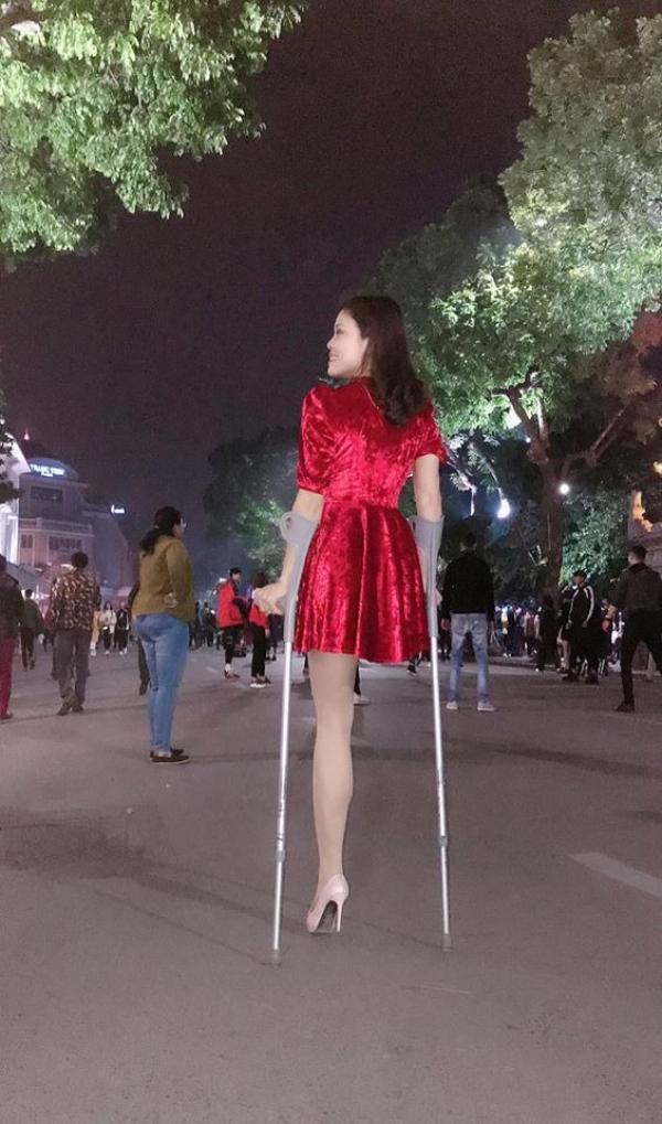 """Cuộc sống hôn nhân như mơ của """"Hoa khôi 1 chân"""" từng gây chú ý trên phố đi bộ"""