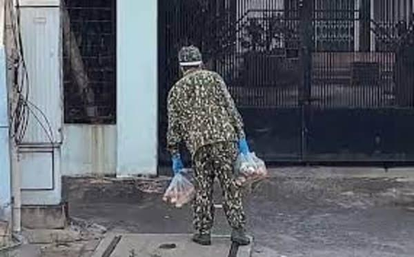 Một hành động nhỏ của anh bộ đội khiến dân mạng Việt chao đảo: Hào quang showbiz cũng không lấp lánh bằng anh!