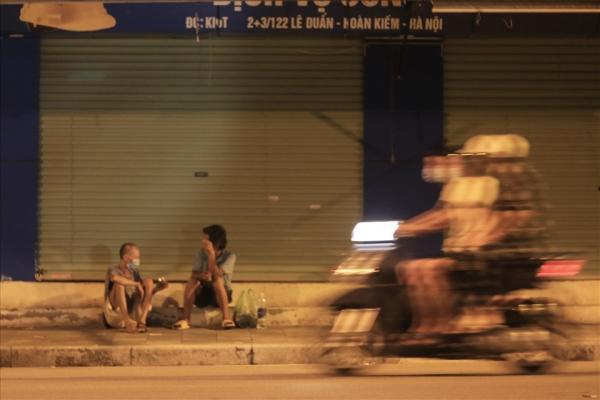 """Người vô gia cư tại Hà Nội: """"Có ngày chỉ ăn 1 bữa, có ngày nhịn đói đi ngủ"""""""