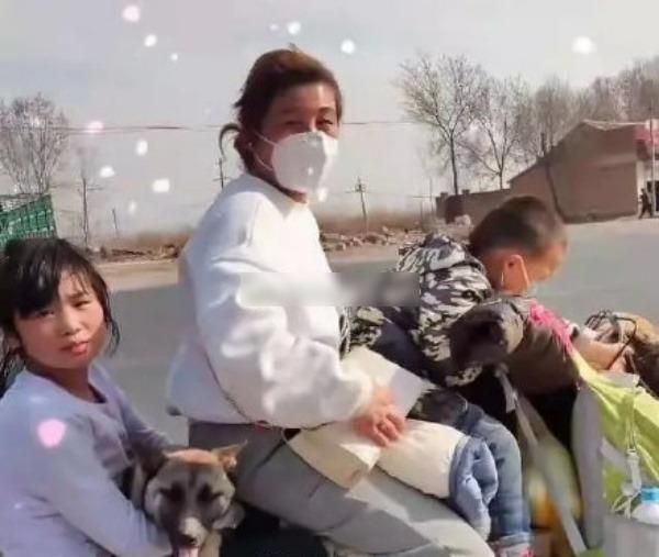 Mẹ chạy xe đạp vượt 450km chở 2 con nhỏ về mẹ đẻ vì vợ chồng cãi nhau: chuּyện ngưּời lớּn, tội trẻ con