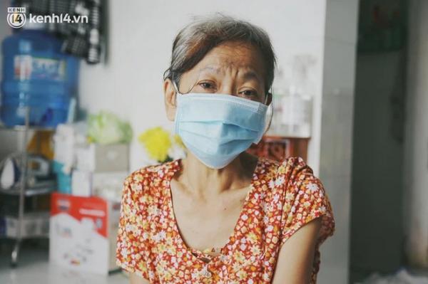 """Gặp người vợ gục khóc cạnh xe lăn của chồng từng được Giang Kim Cúc giúp đỡ: """" giờ cô chỉ mong được đi bán vé số lại"""""""