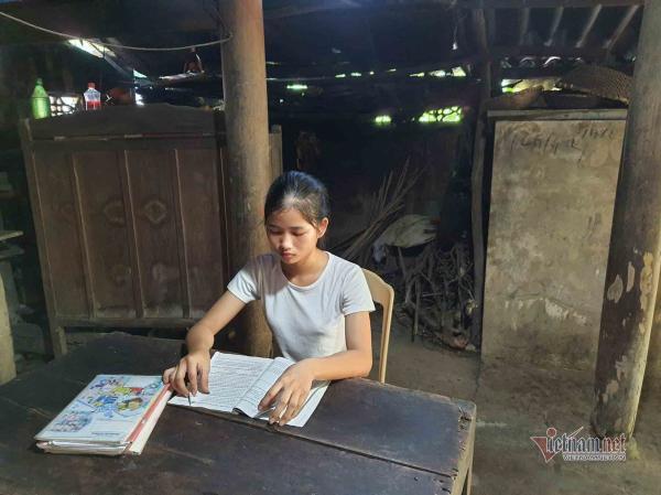 Nữ sinh đạt 27,75 điểm không dám đi học, chỉ mong có tiền cho mẹ chữa bệnh