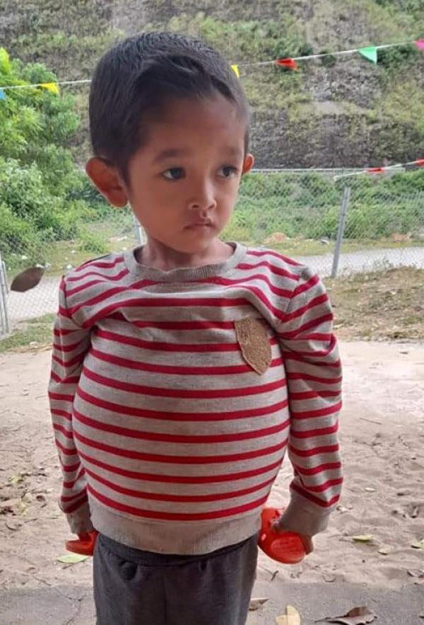 Cô giáo mong cứu cậu bé 6 tuổi chỉ nặng 10 kg