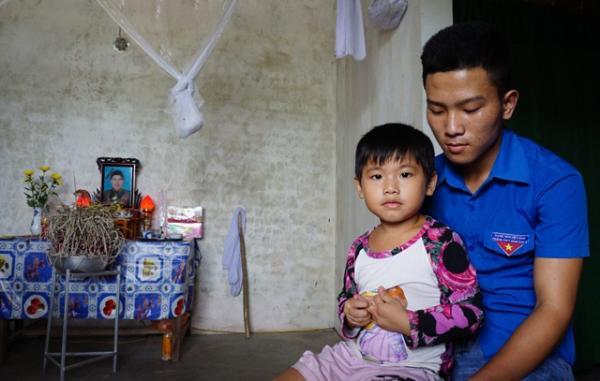 Không có cha, mẹ qua đời, nam sinh mang bệnh tim một mình nuôi em