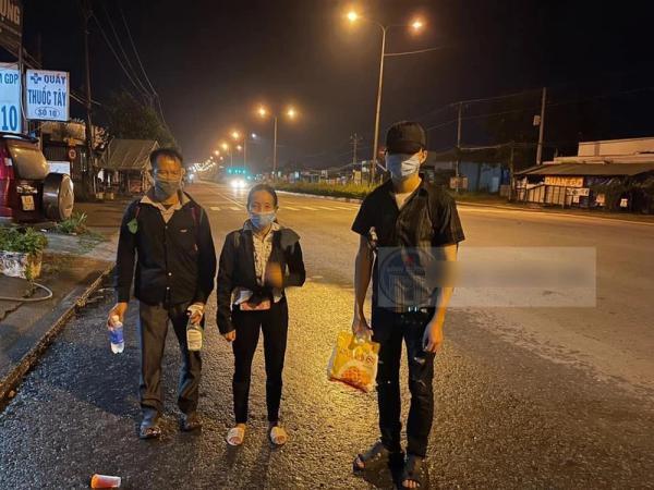 3 người thất nghiệp, quyết đi bộ gần 2000km từ Bình Dương về Hà Giang và cuộc gặp không ngờ lúc nửa đêm